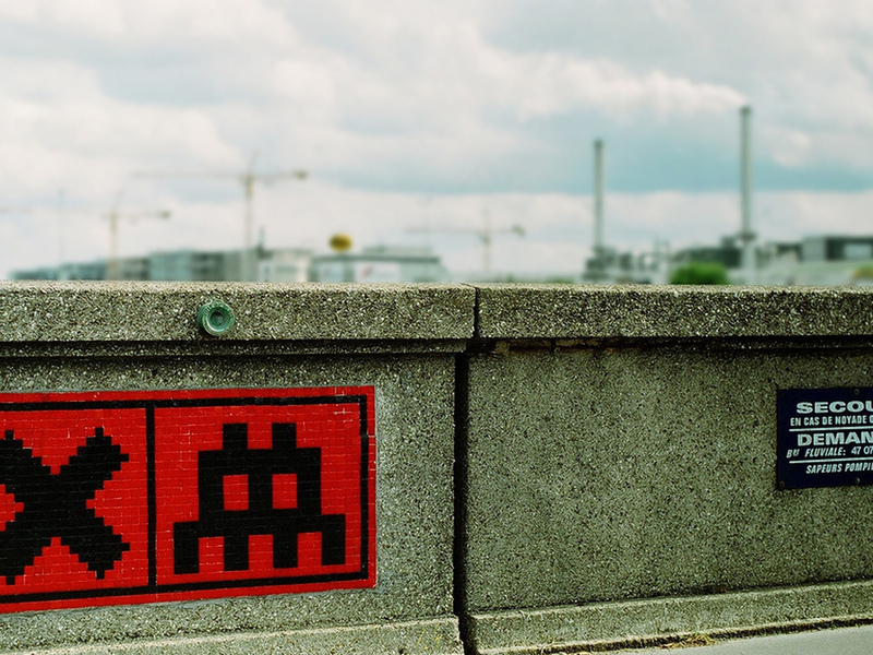 streetart, red mosaic, spaceinvader, sign