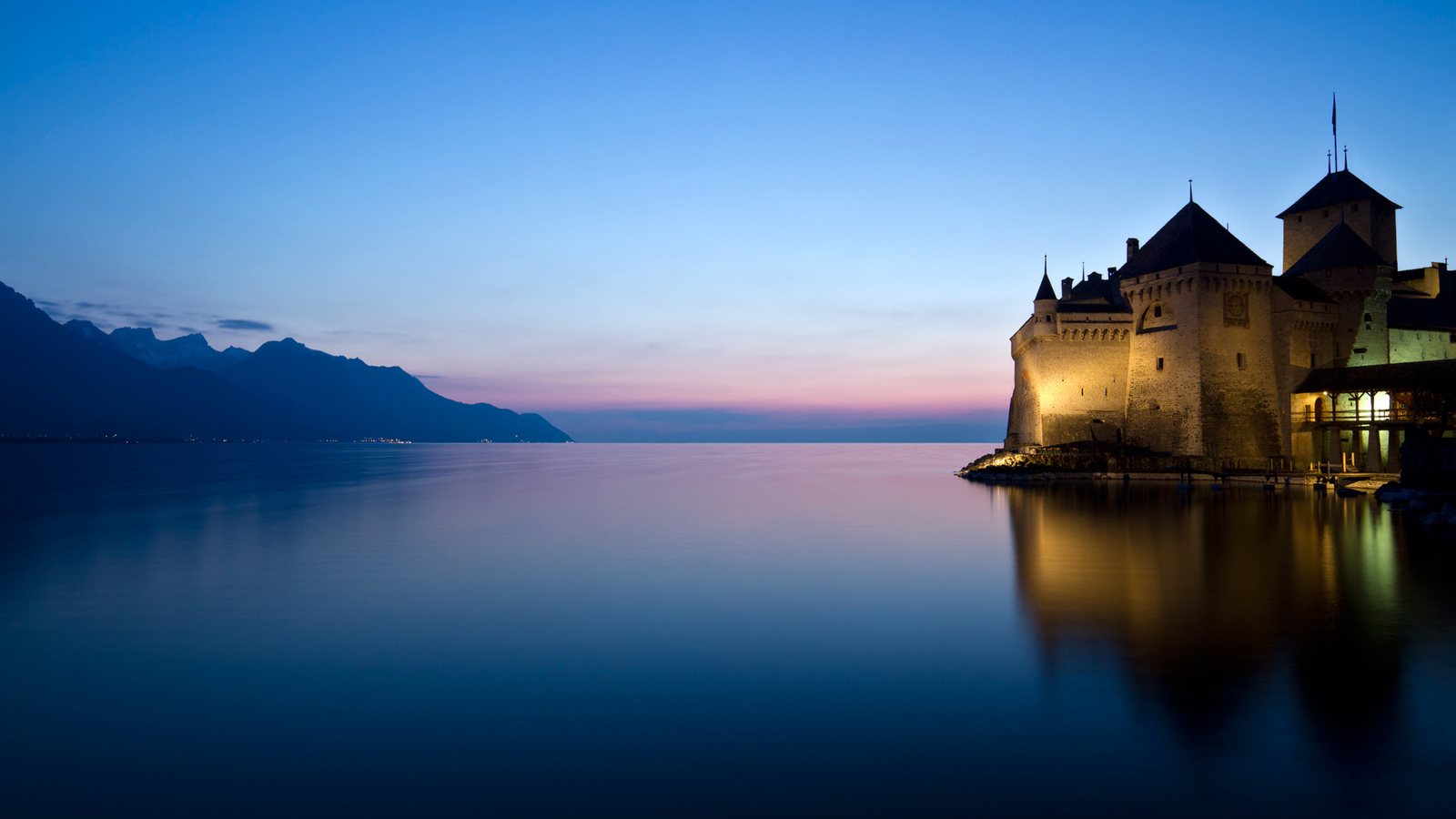 вода, закат, 2560x1600, castle, горы, water, lake, пейзаж, озеро, mountains, lights, небо, замок, landscape, sunset, свет, природа, nature, reflection, sky, отражение