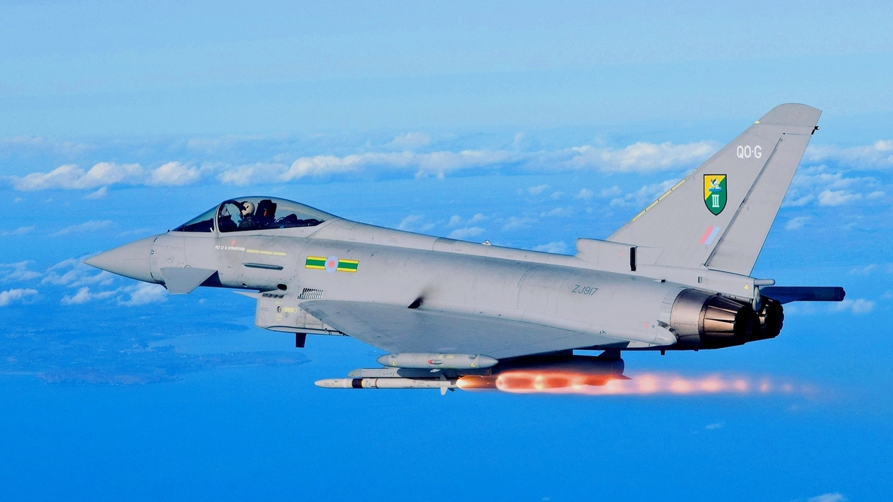 ракета, истребитель, eurofighter typhoon, облака, небо, ef2000, пуск