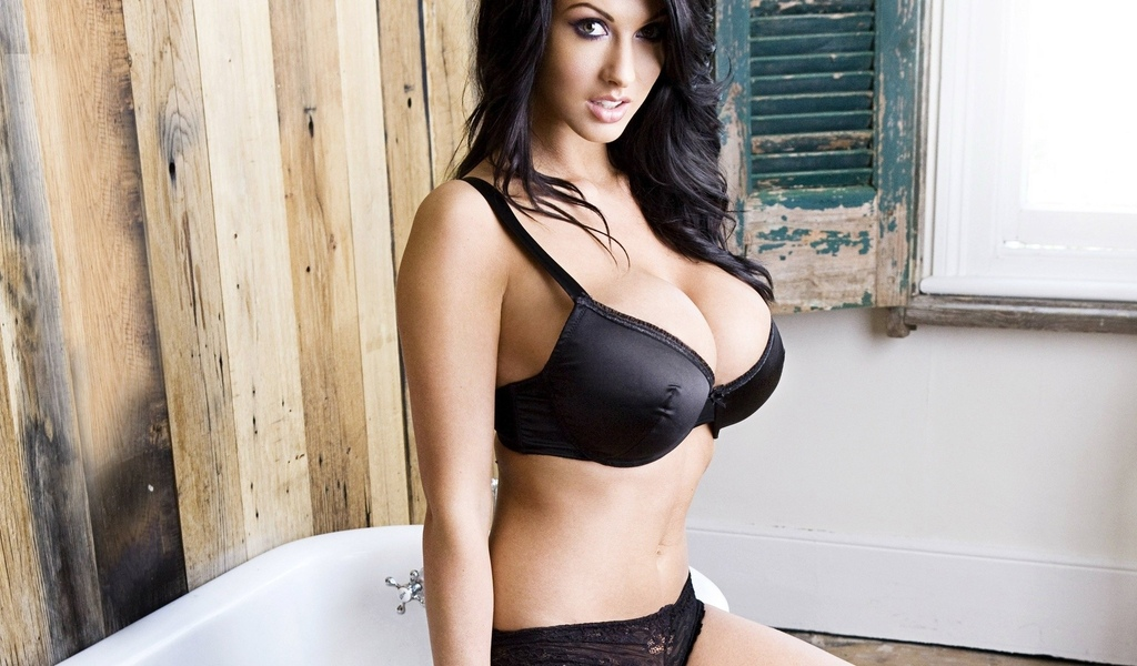 Young lesbian seduces older woman