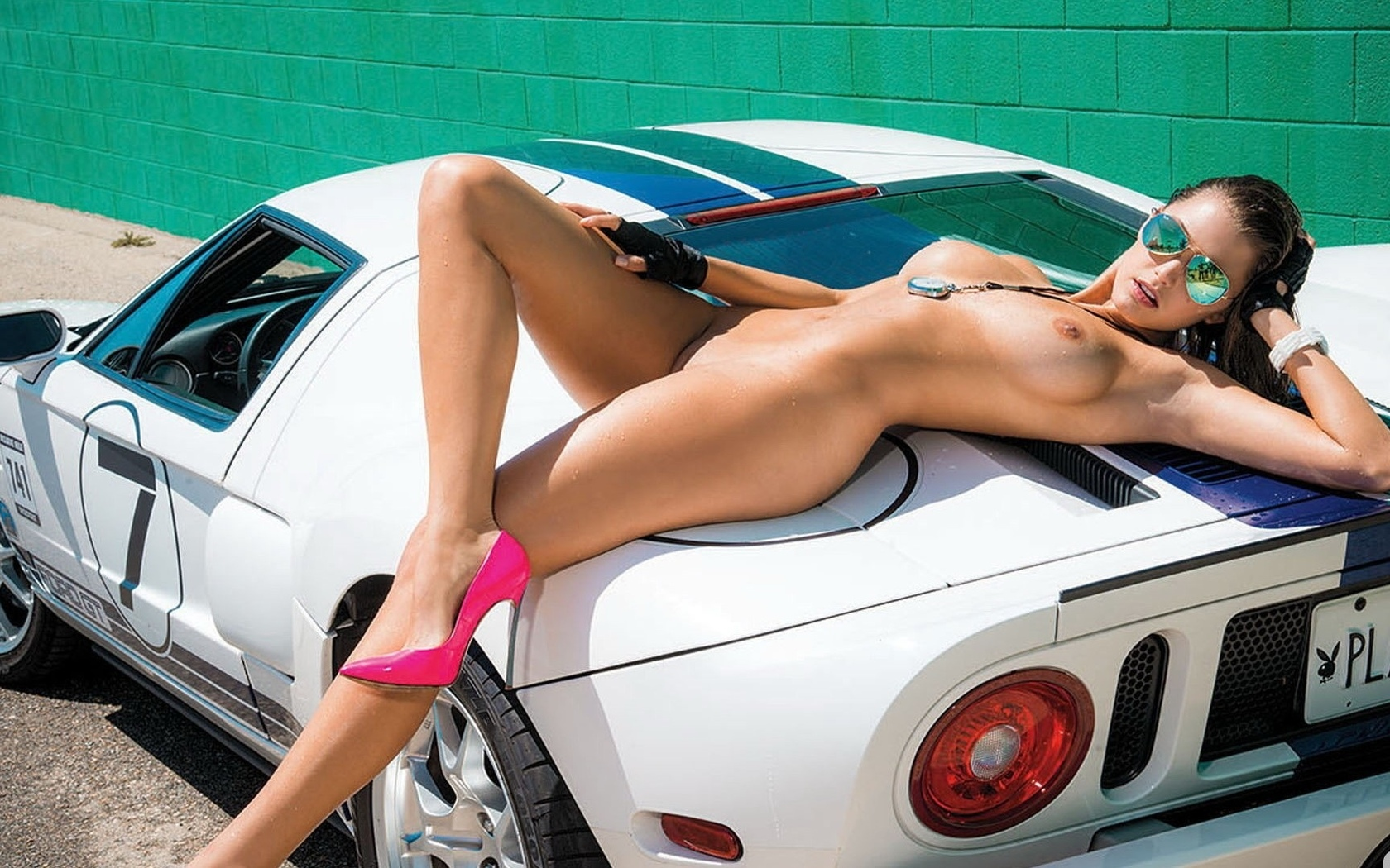 Sexy naked chicks on cars
