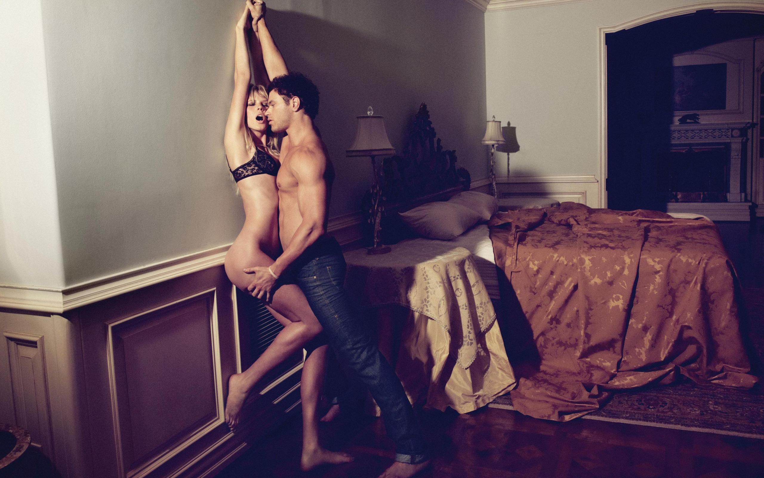 Фото как парень трахает девку в баре пять