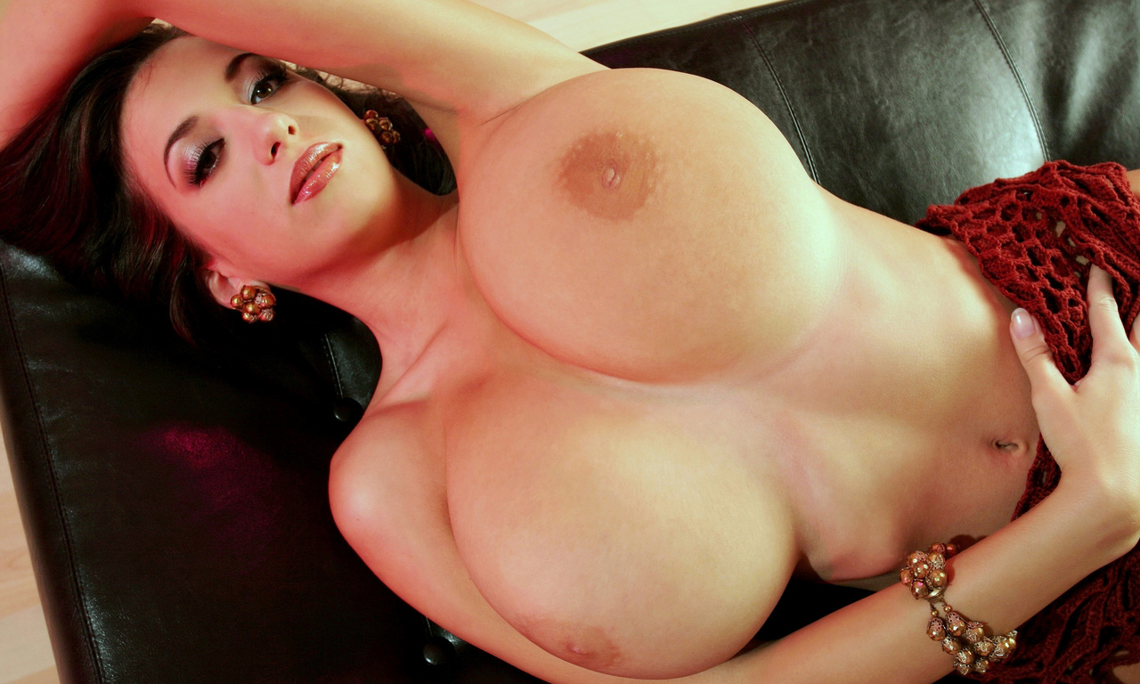 women-with-huge-boobs-nude