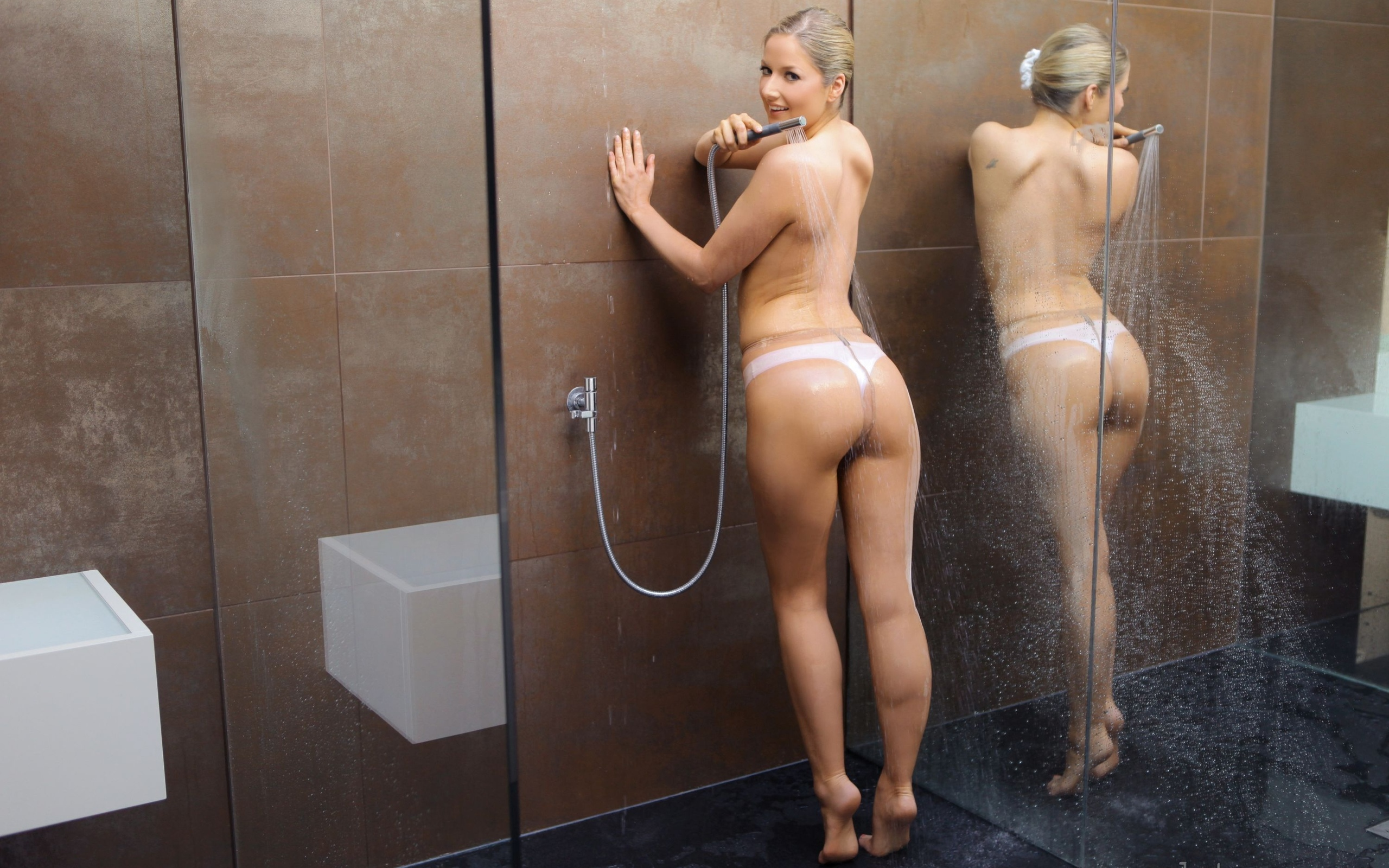 Girls in shower pictures — pic 15