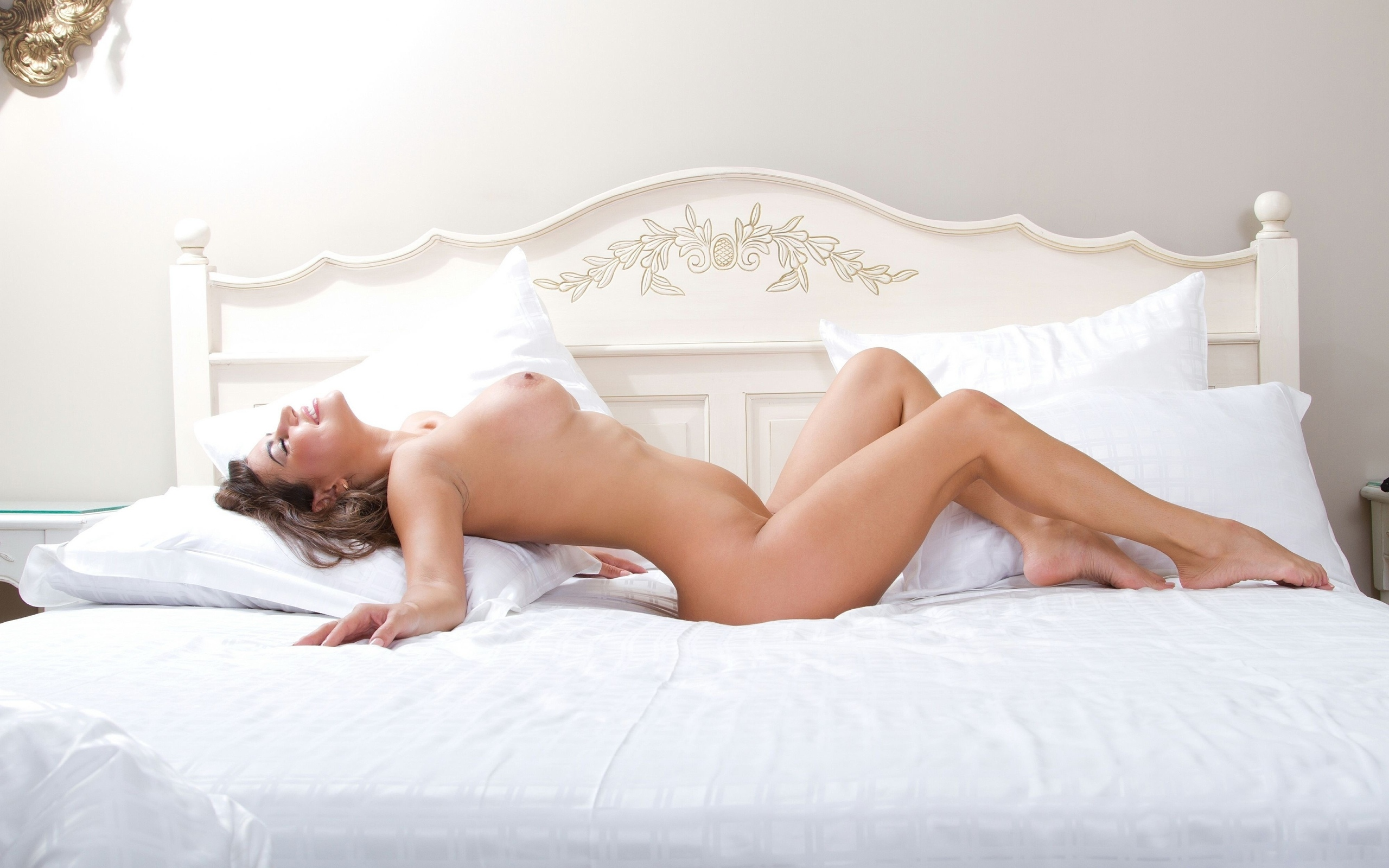 naked-gallery-sex-girl-bed-nude-gifs-edison