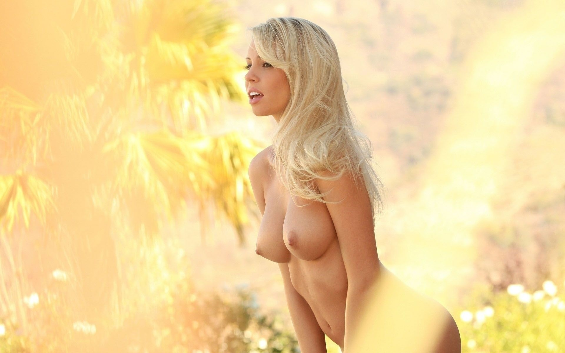 hot-nude-blonde-artis