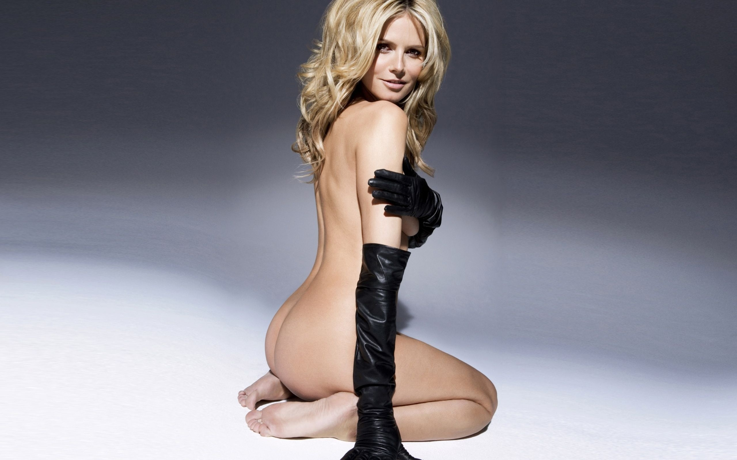 Wallpapers of nude celebs
