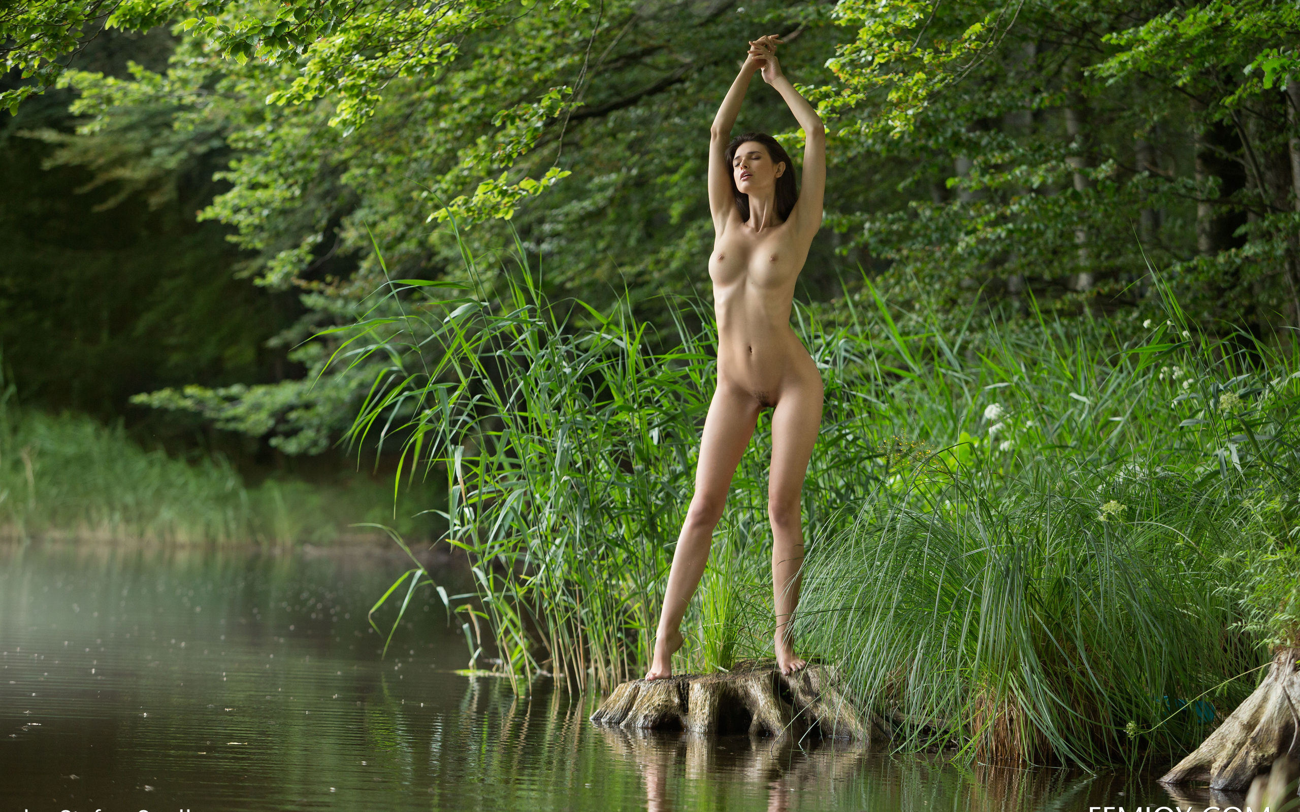 sen-naked-naked-babe-in-river-boys