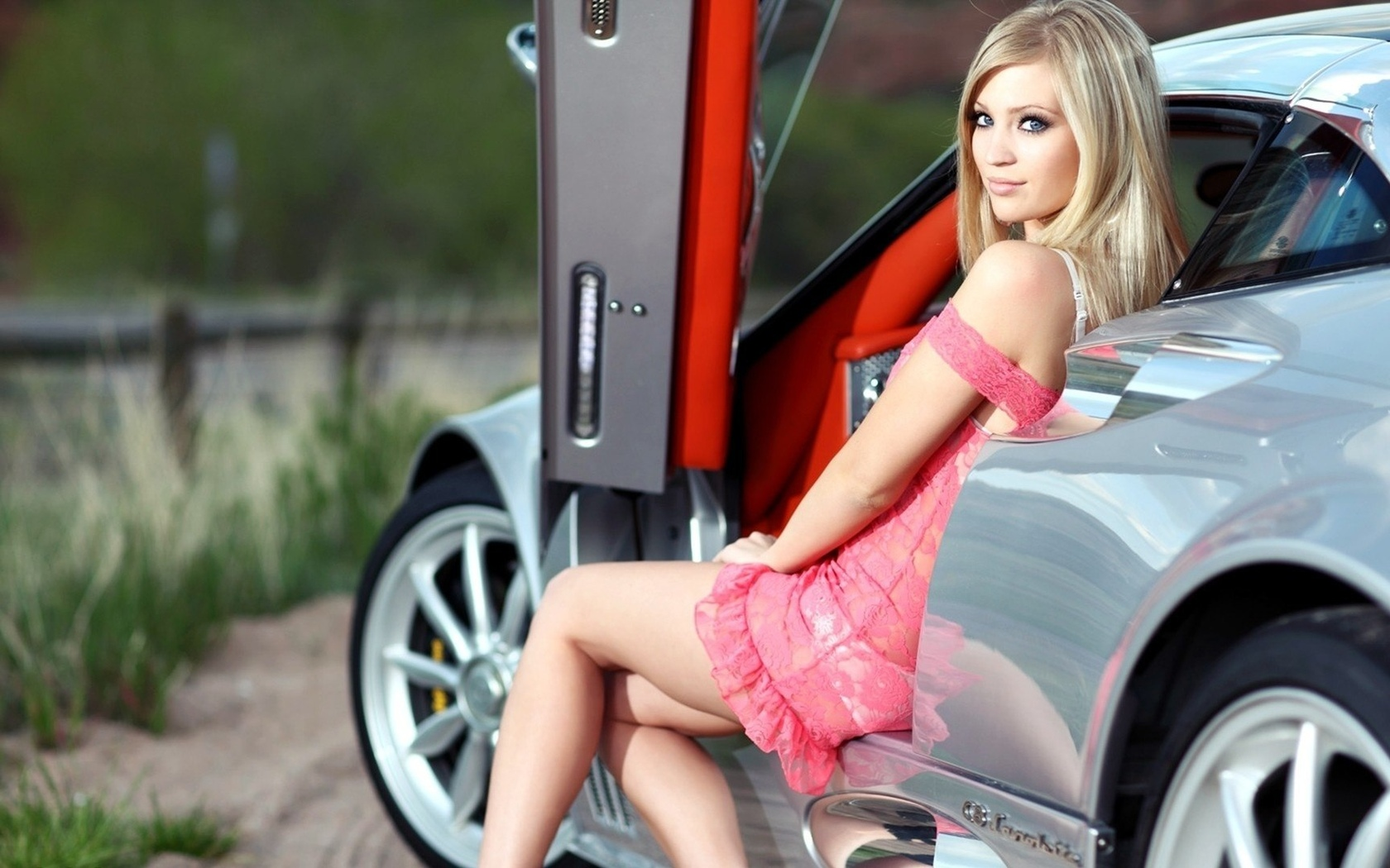 hot-girls-on-cool-cars