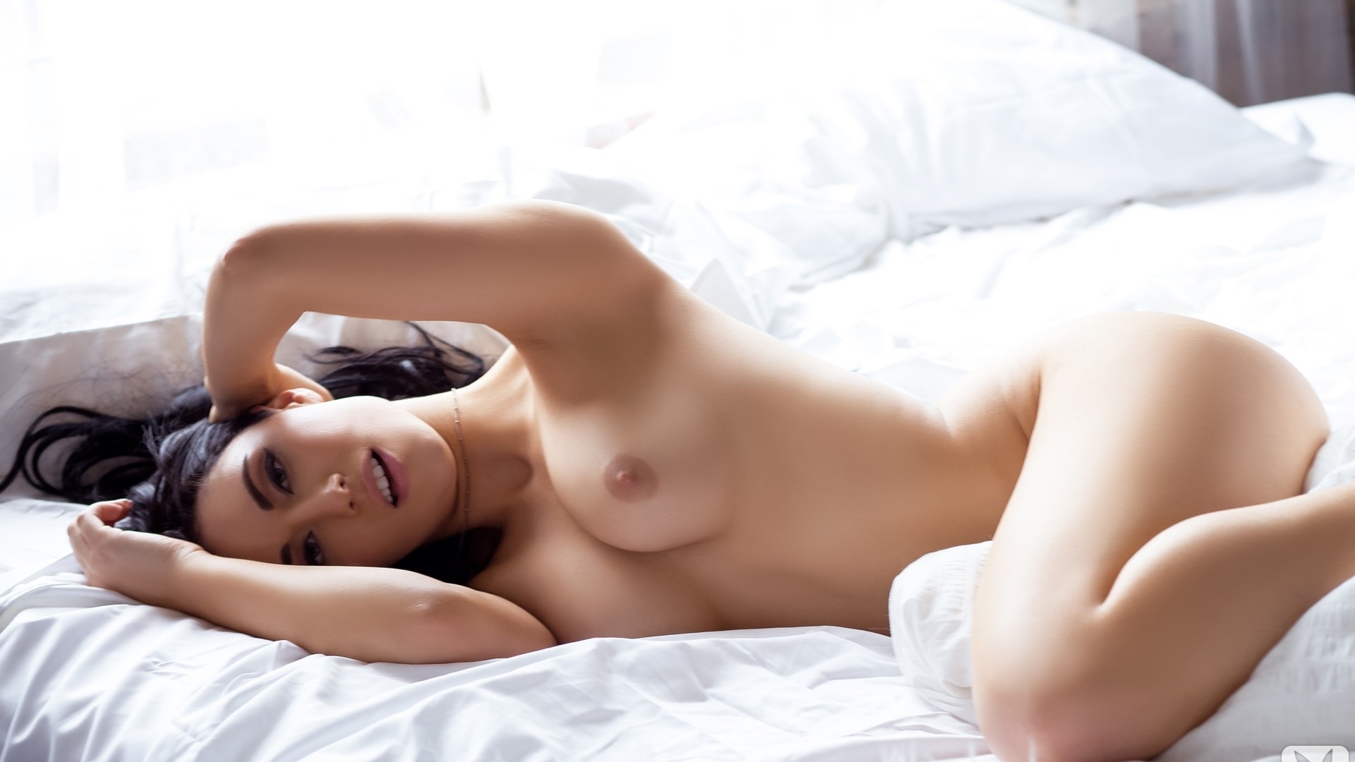 naked-italian-girls-in-bed