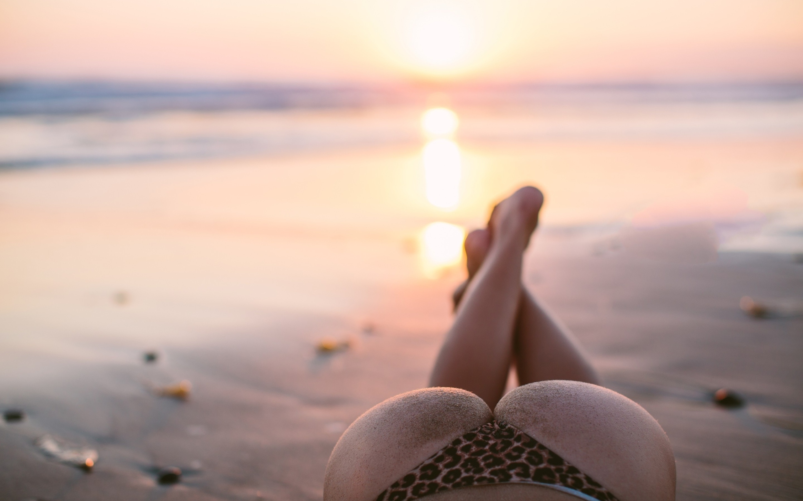 молодые девушки попки ножки лето пляж или поздно
