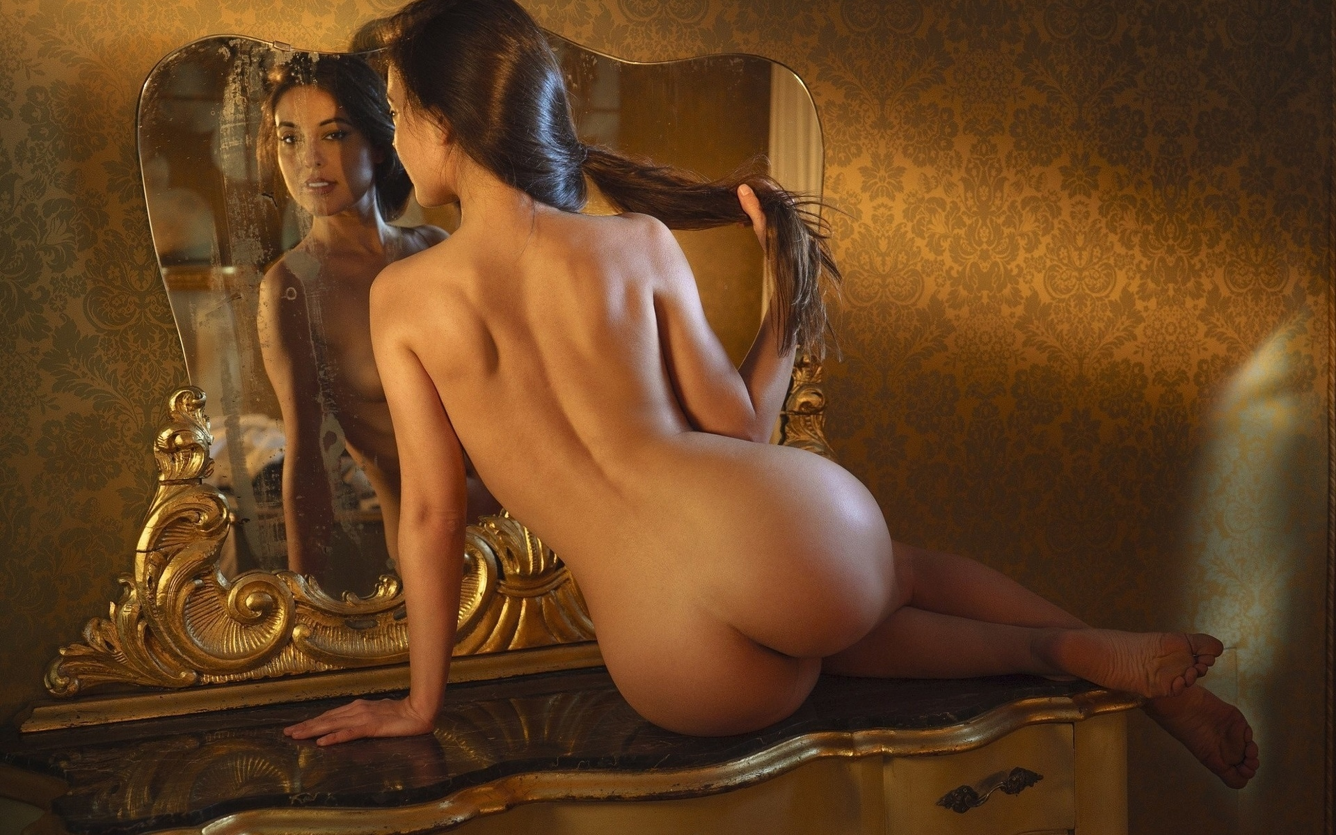 naked-mirror-girl-pictures-leads