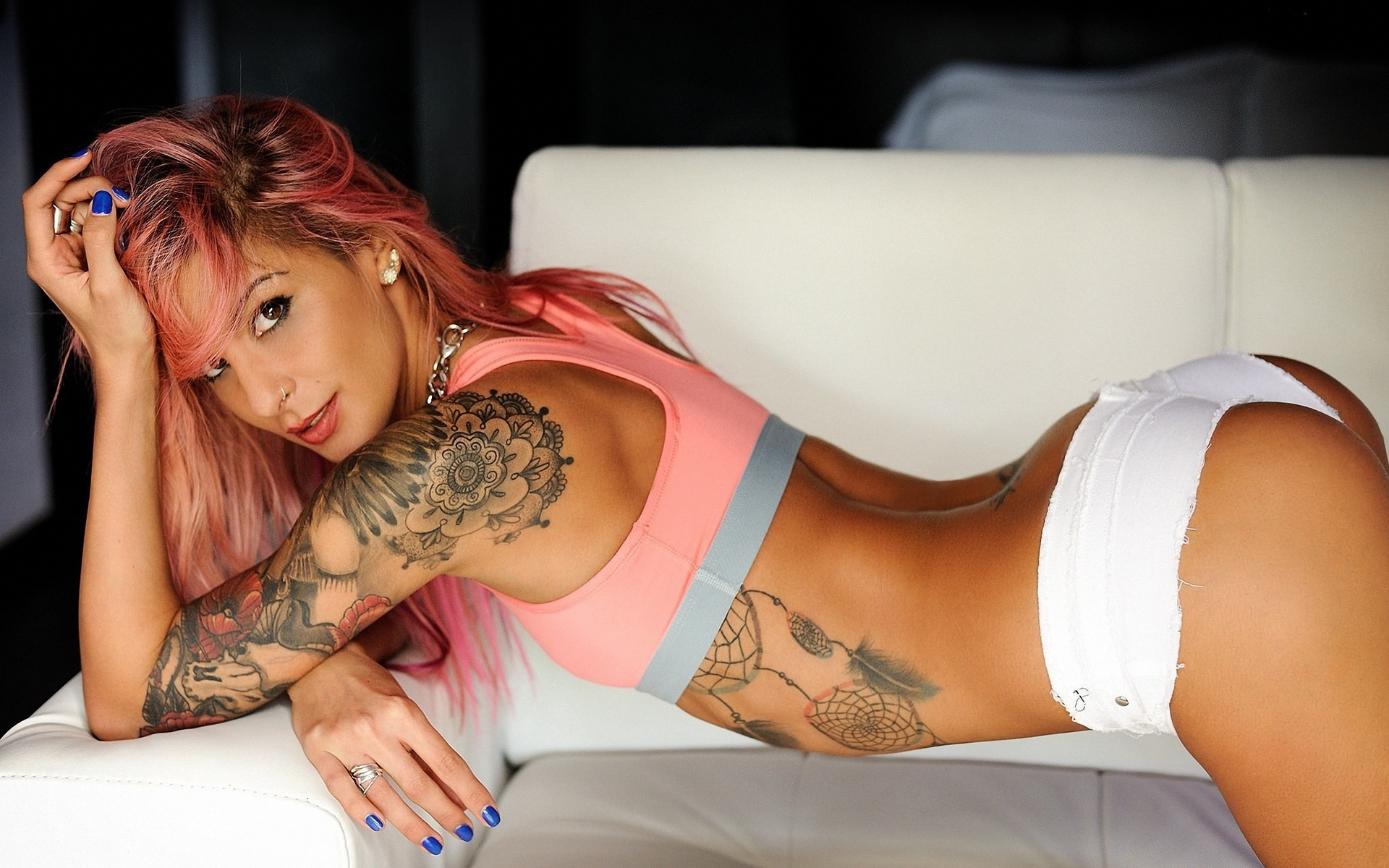 girls-with-tattoos-naked-gifs