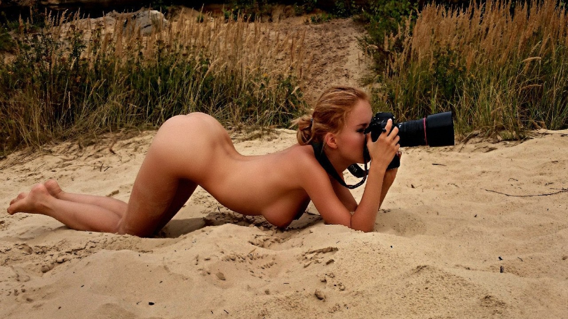 naked-woman-with-her-camera