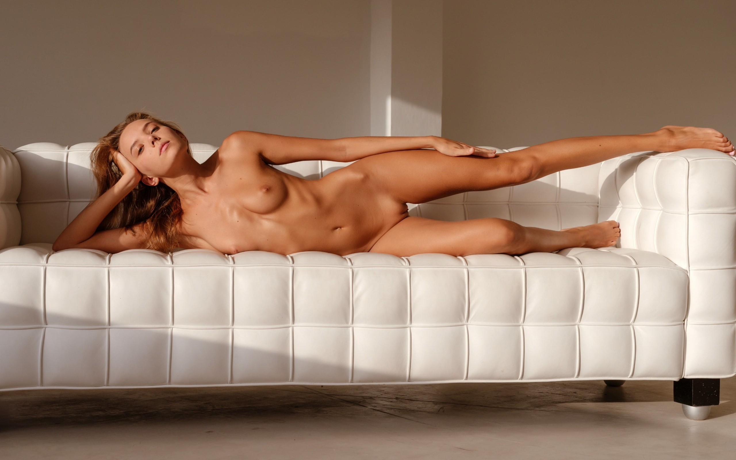 couch-jillian-michaels-naked