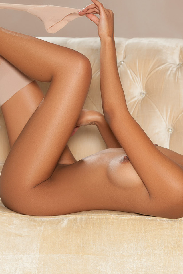 noelle monique, playboy, чулки, грудь