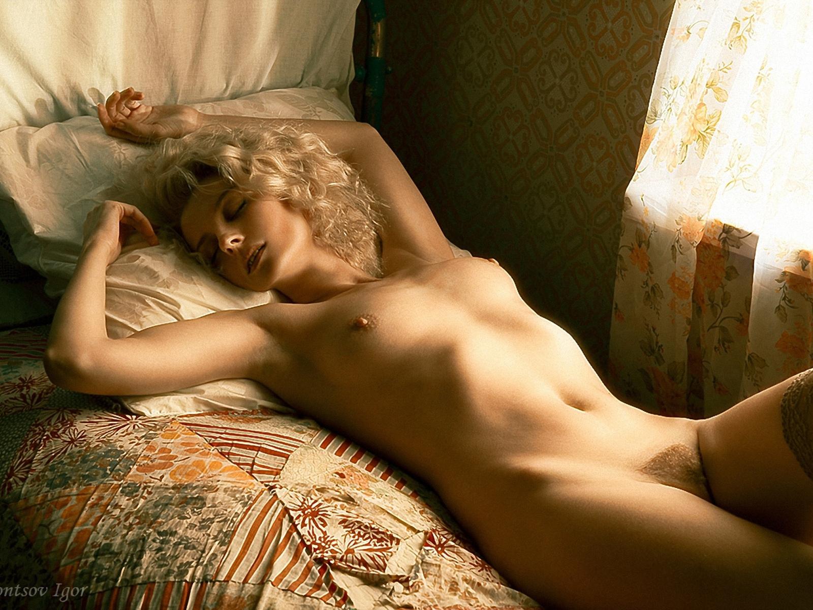 Фото эротика профессиональное, Ню фото красивых девушек и женщин. Смотреть бесплатно 24 фотография