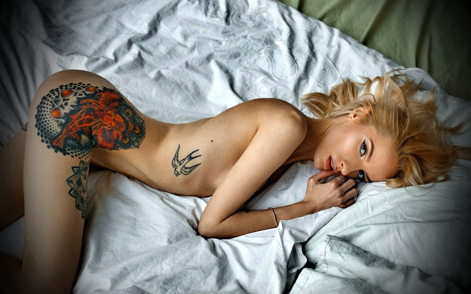 Pic of naked woman tattoo