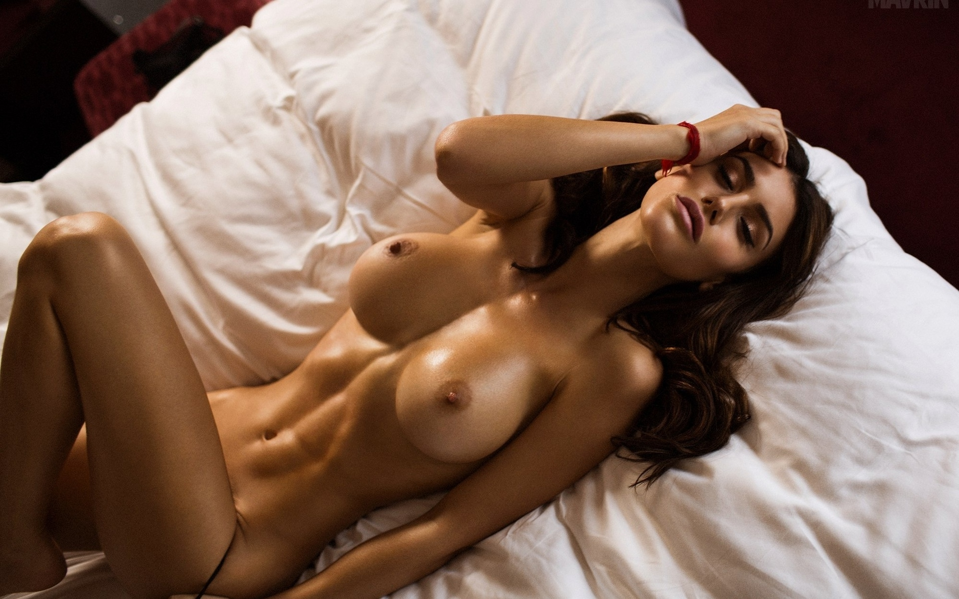 italian-beautiful-woman-nude