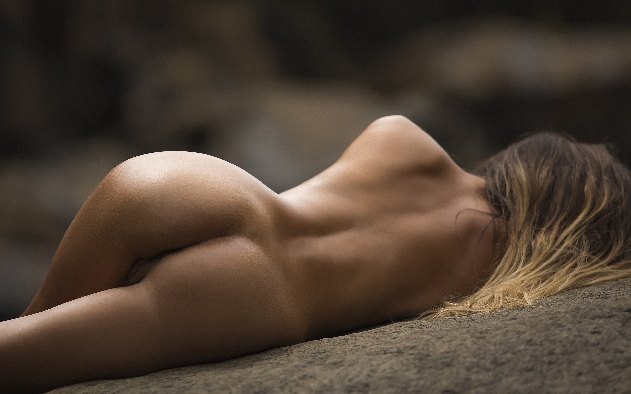 Nude woman sitting on bed photo free image on unsplash