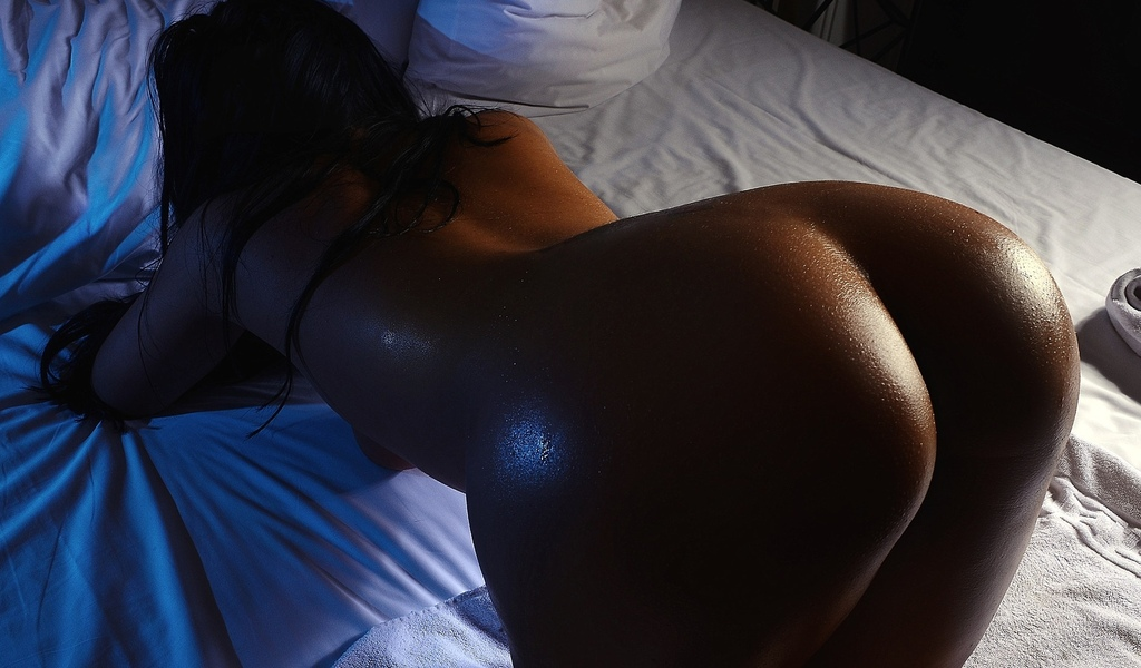Ass Tanned In Bed Back Nude Sexy Scandal Planet 1