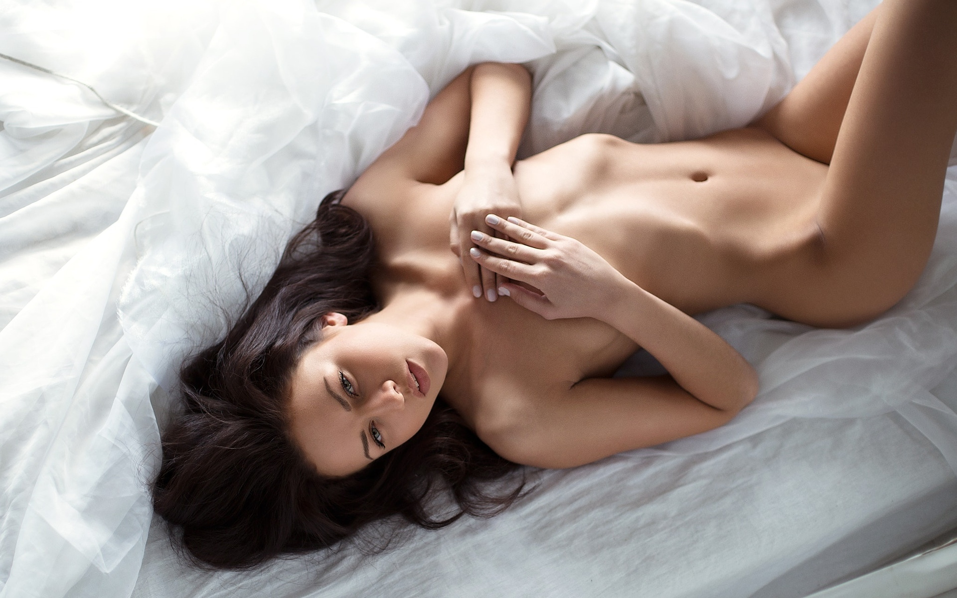 sexy-women-nude-in-bed