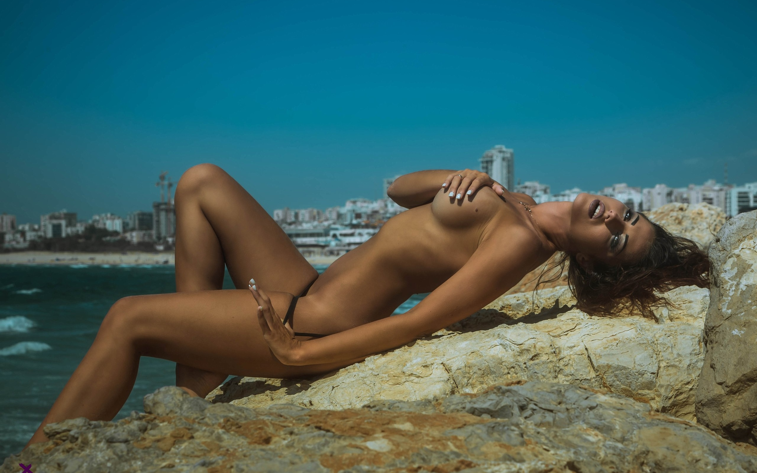 tanned-women-topless-pictures-erotic