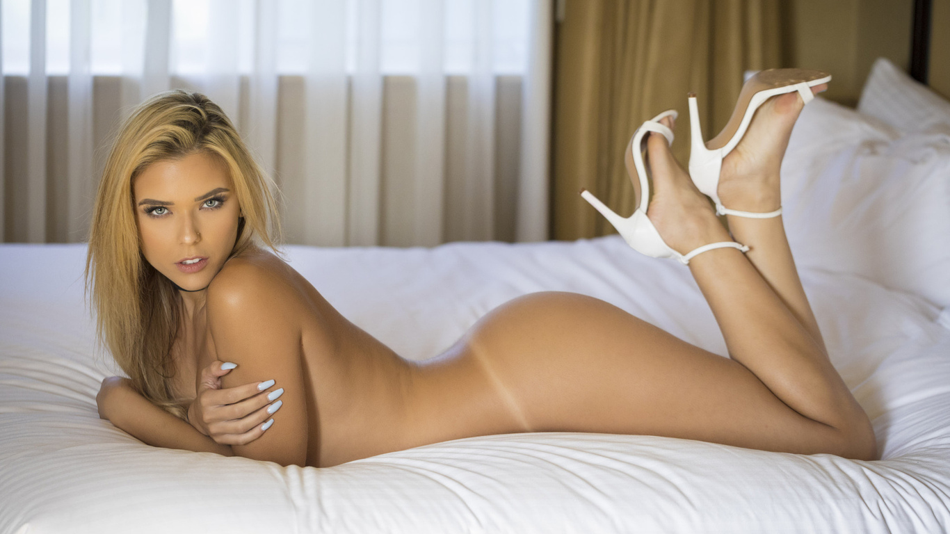 Erotic photos with nude hotties and sexy babes
