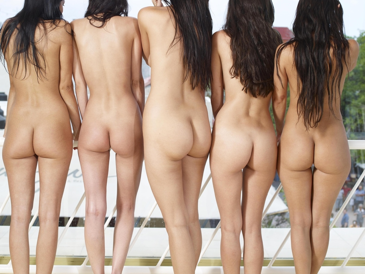 Women s naked ass