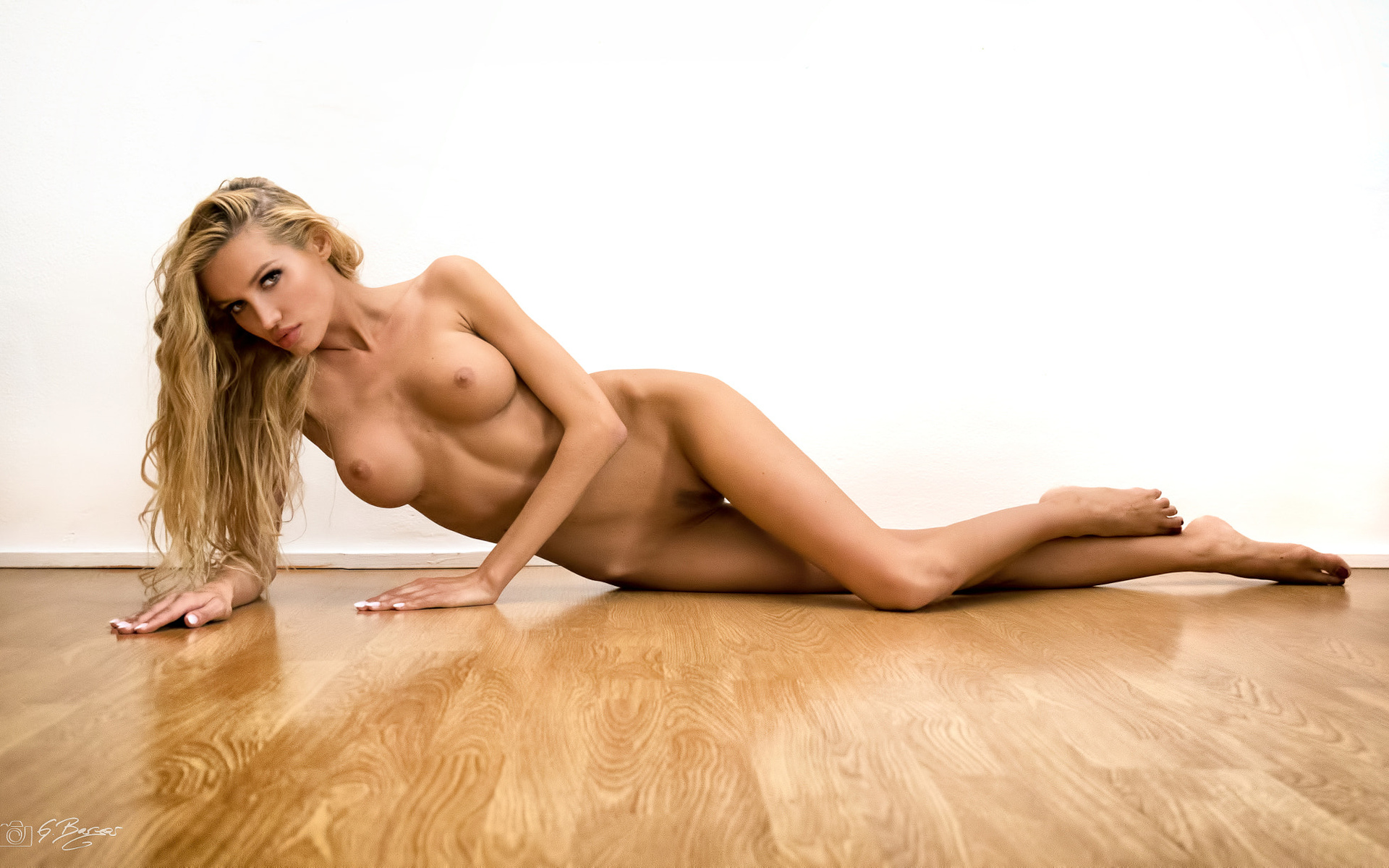 Naked blonde girls pics and free nude women porn