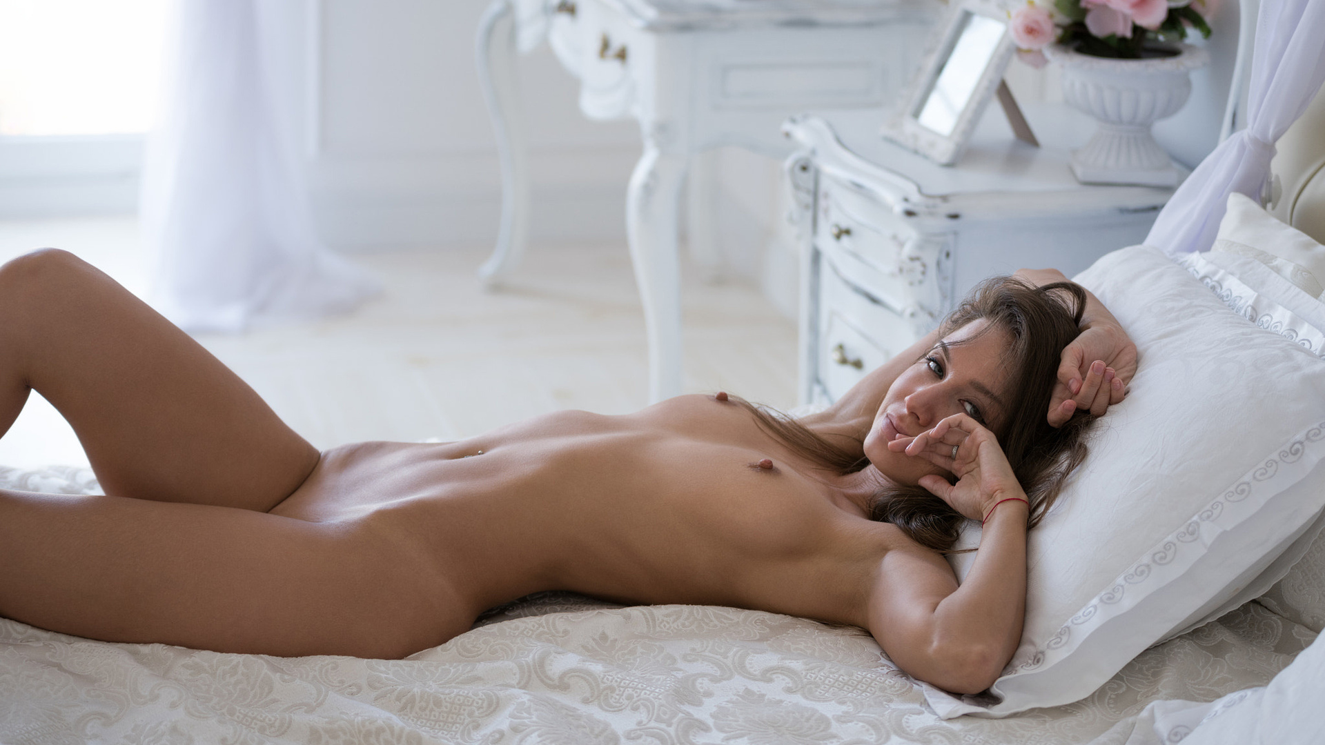 Hot Sexy Naked Blonde Girls On The Bed