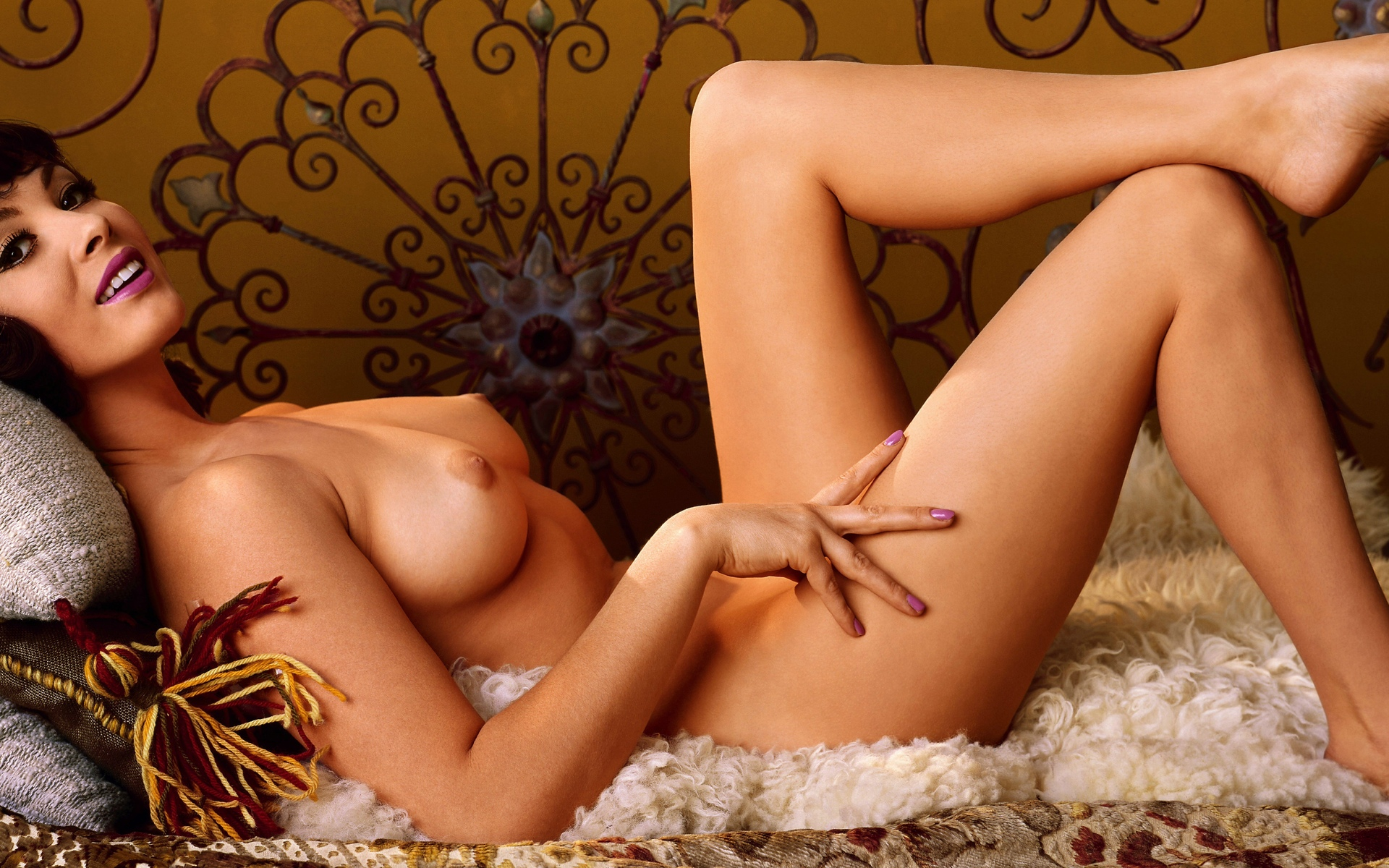 Hot centerfold girls and naked women photos