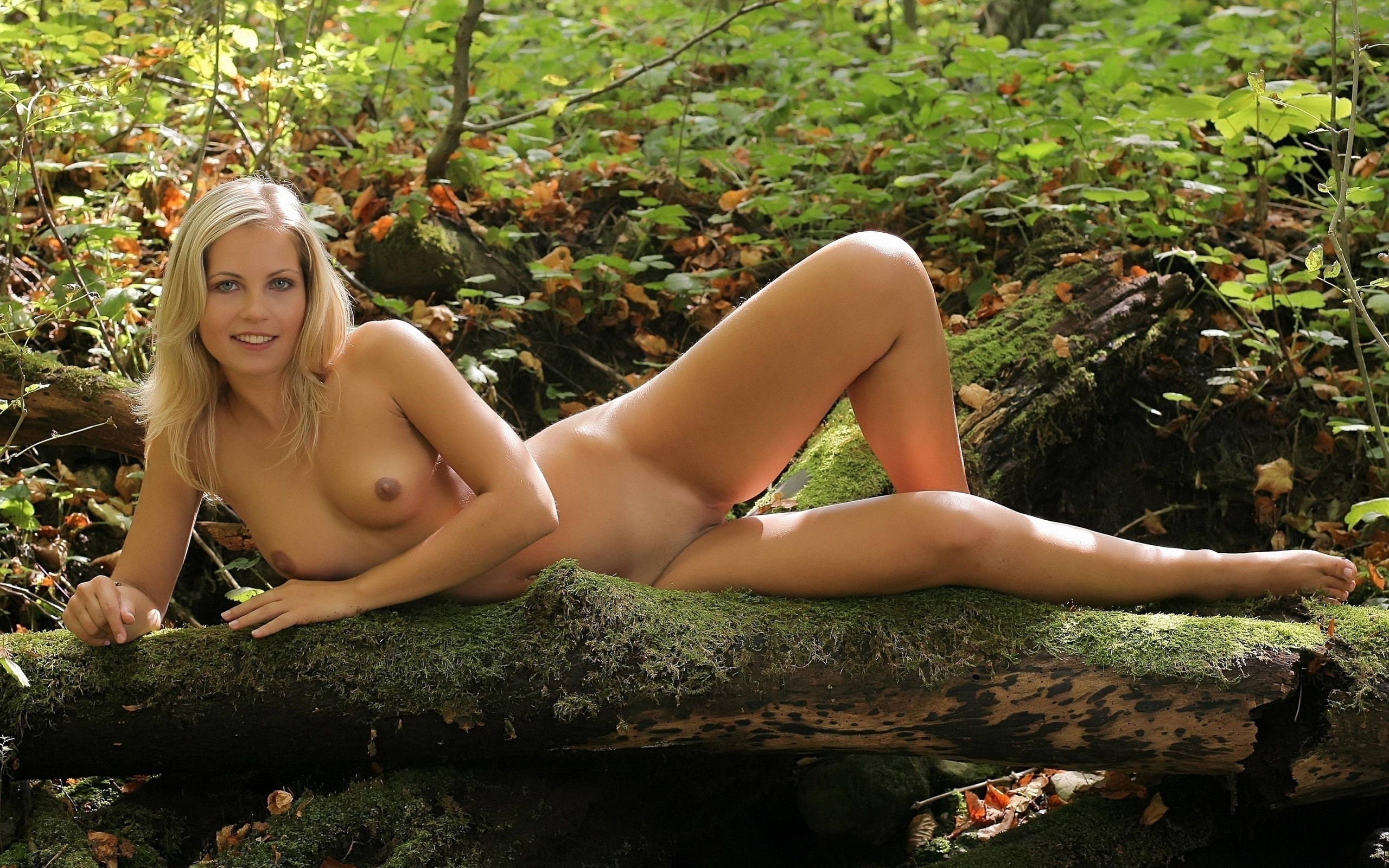 hot-blonde-nude-nymph