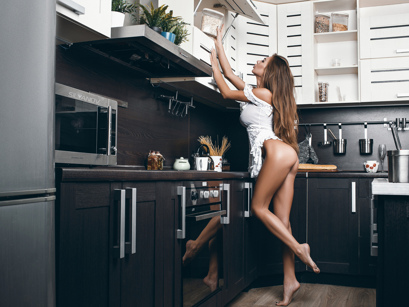 Skinny Brunette With A Fairly Toned Body Gets Naked In The Kitchen