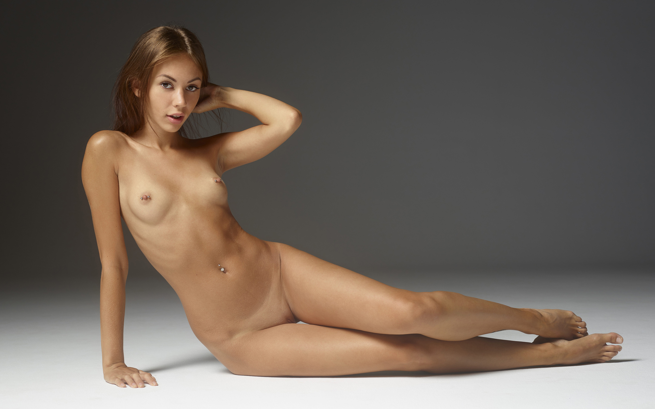 nude-young-female-pictures-men-and-women-having