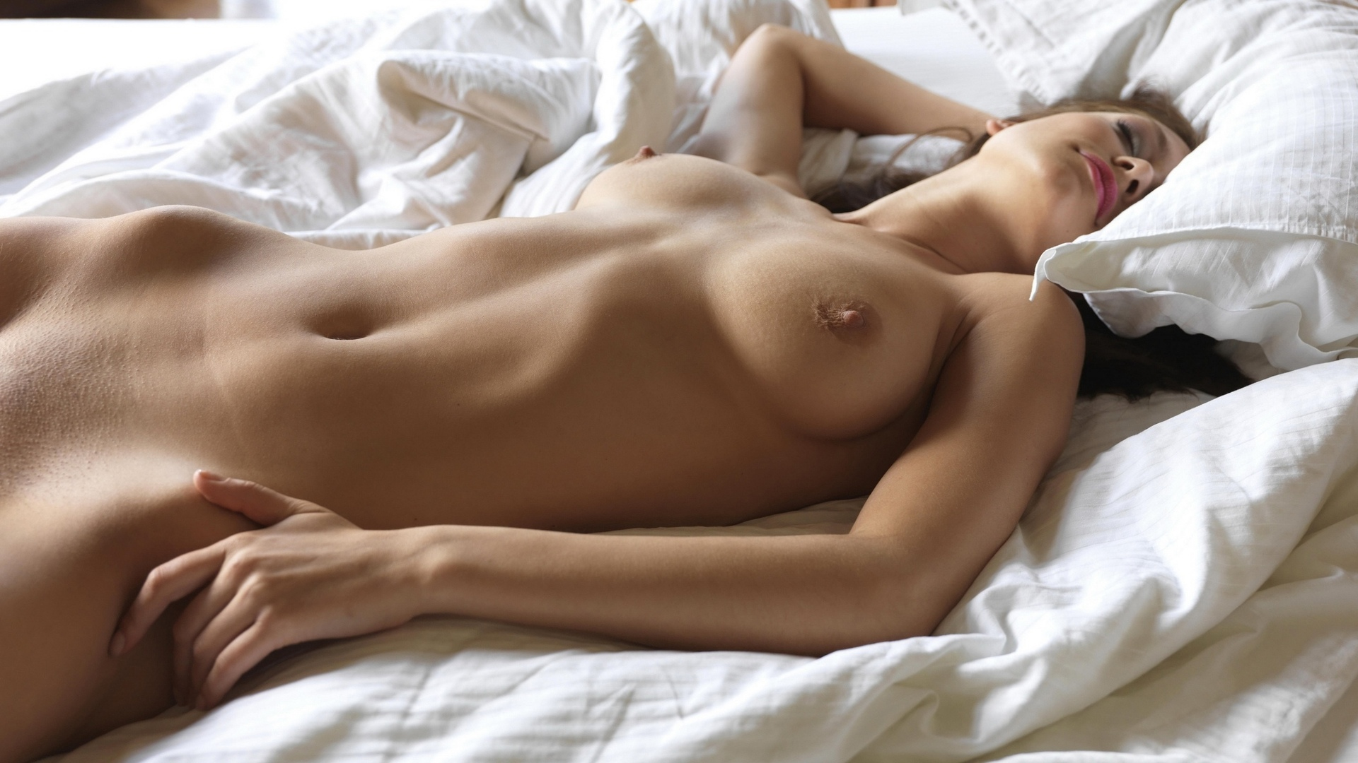 opening-nud-girl-pusy-in-sleep