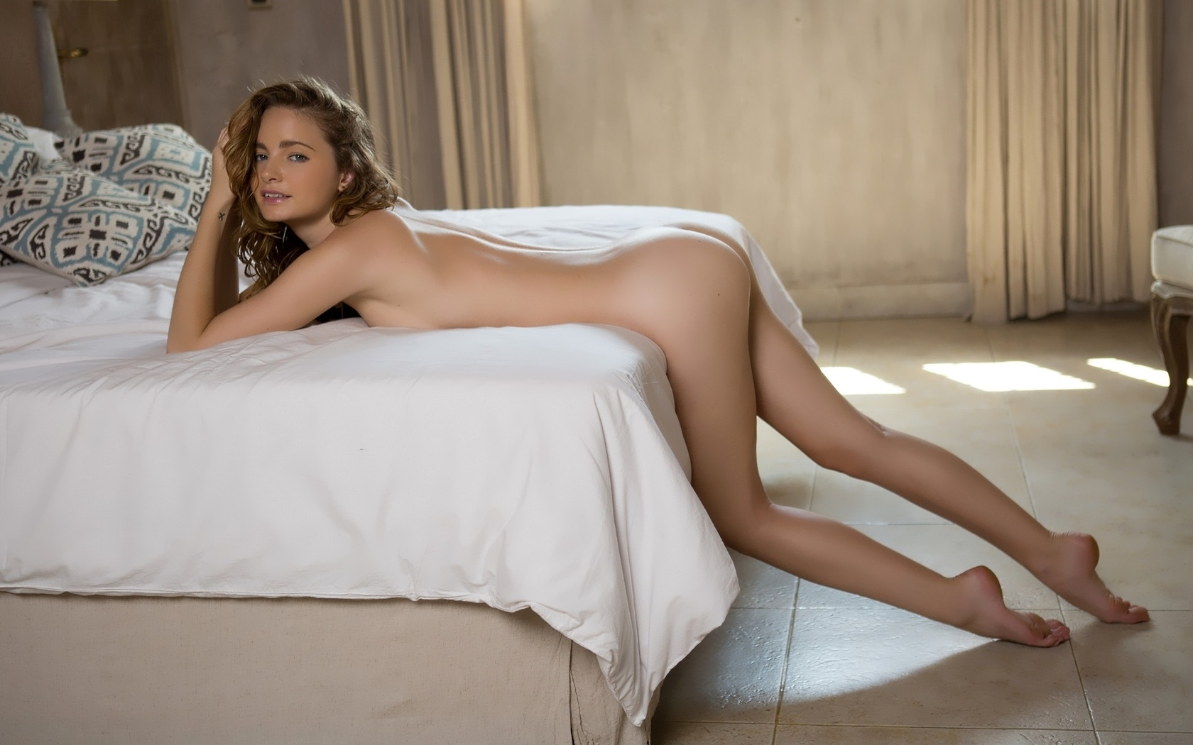women-with-long-legs-naked