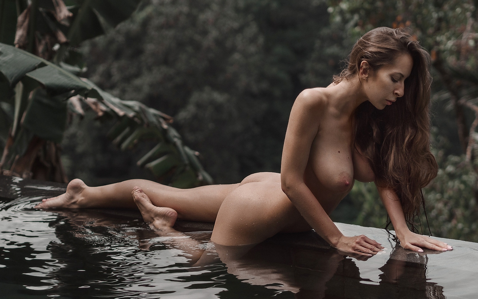 Naked female tourist spotted in bali