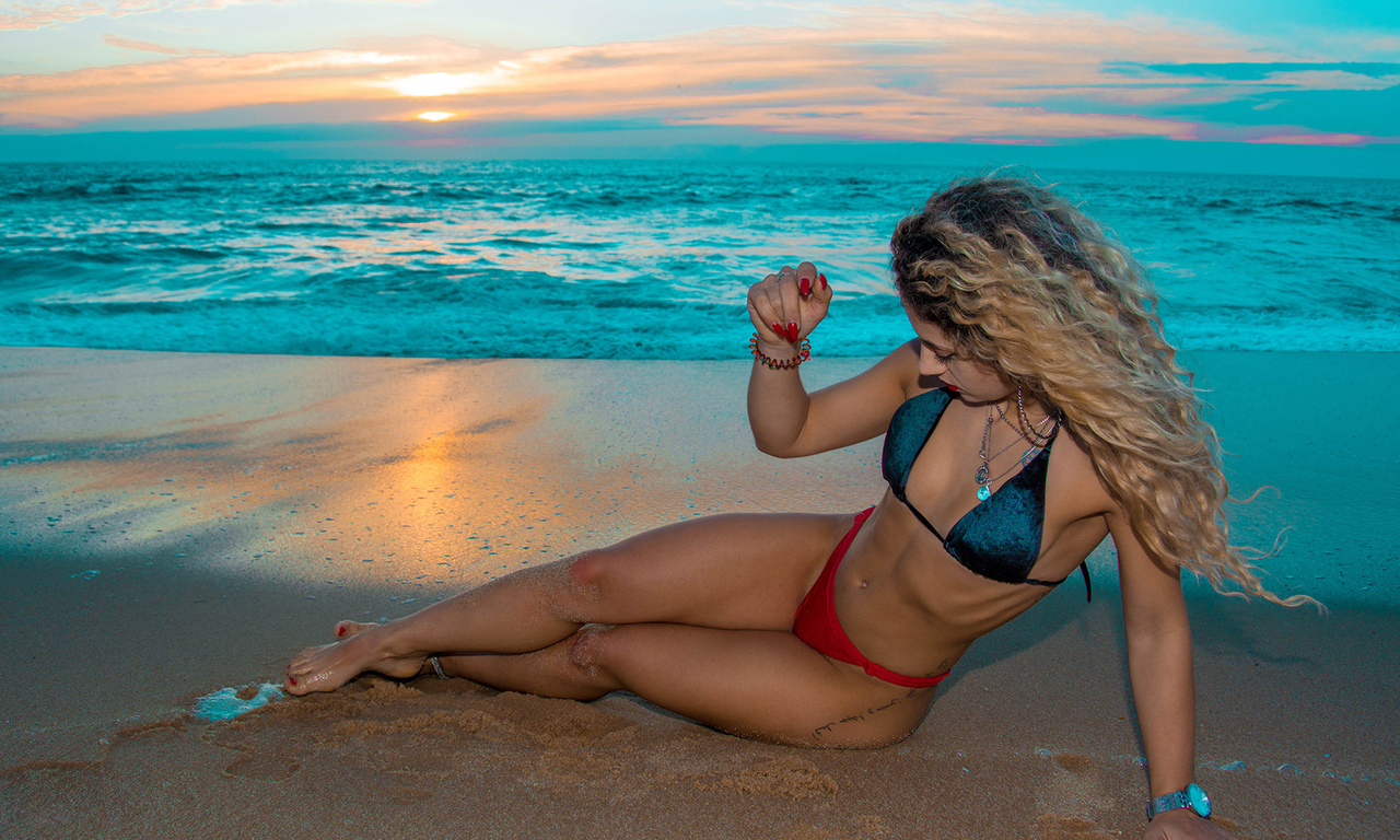 women, blonde, bikini, sea, tattoo, sunset, sand, belly, sitting, women outdoors, red nails, red lipstick, ribs