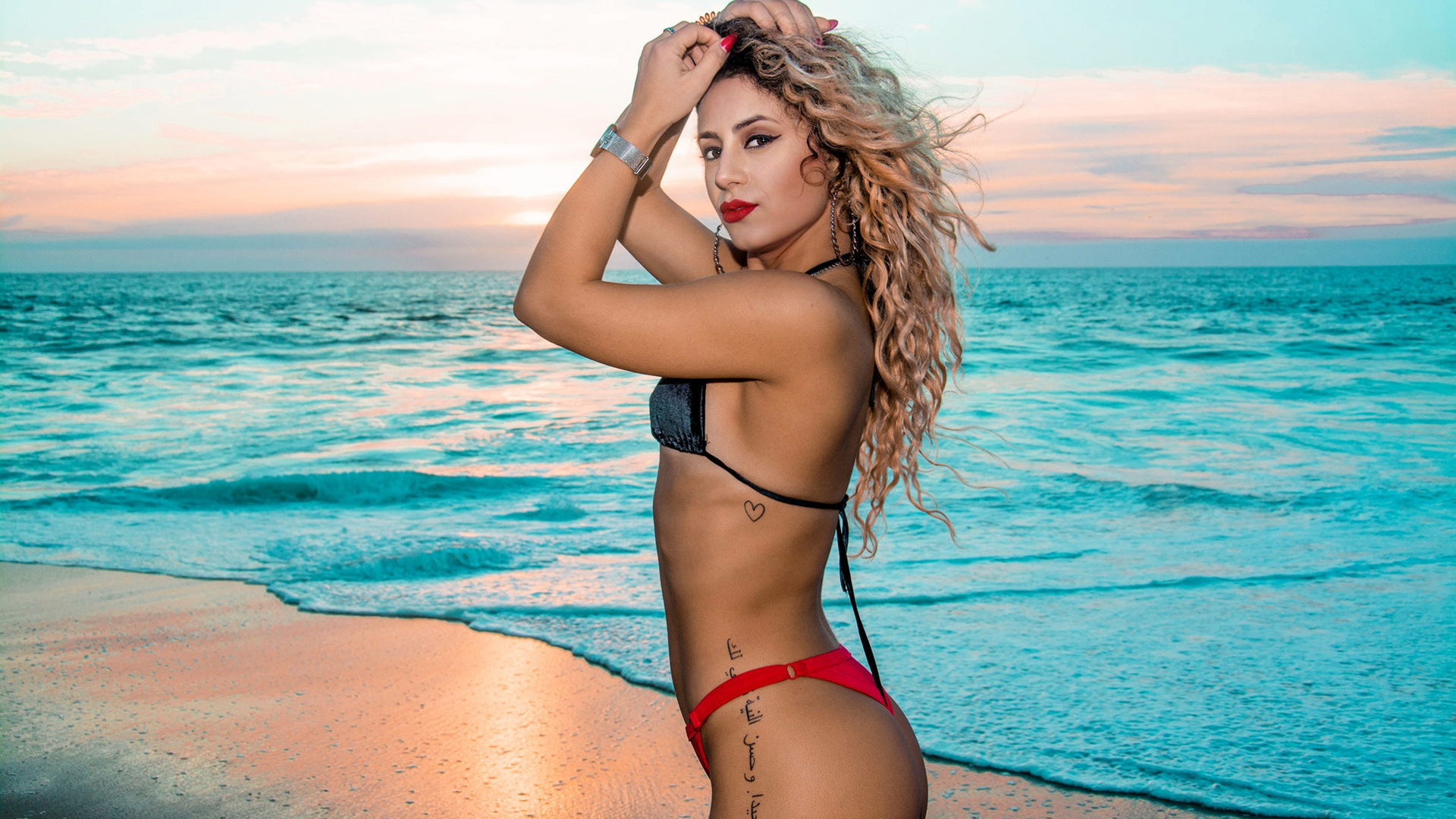 women, blonde, bikini, sea, tattoo, sunset, sand, belly, ass, women outdoors, red nails, red lipstick