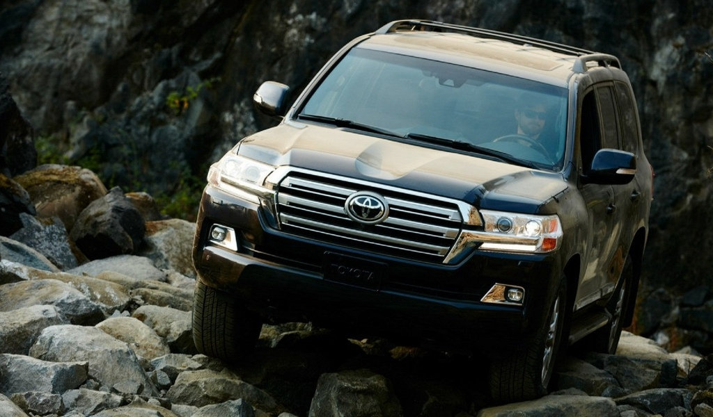 2018-toyota-land-cruiser-rear-right |